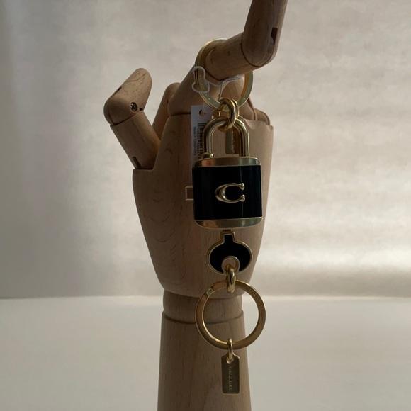 🌸 Coach C1679 Lock & Key Bag Charm Key Ring  🌸